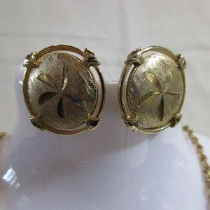 Starfish Design Round Gold Tone Clip Earrings
